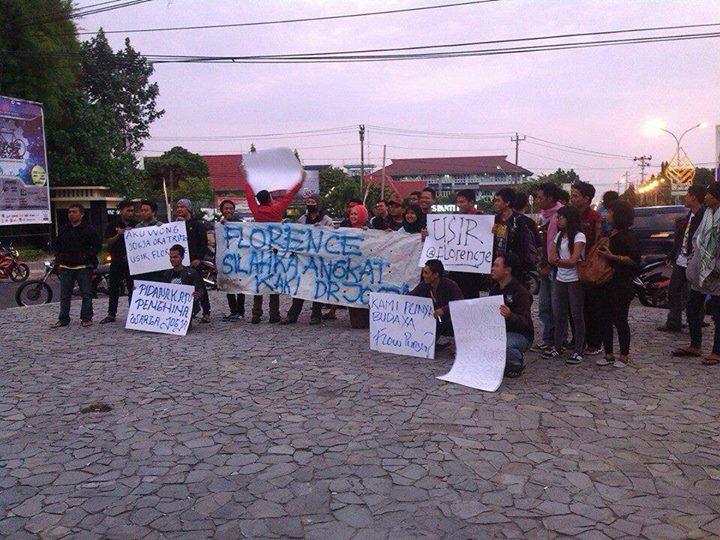 Aksi demo di Bundaran UGM minta Florence Sihombing angkat kaki dari Jogja