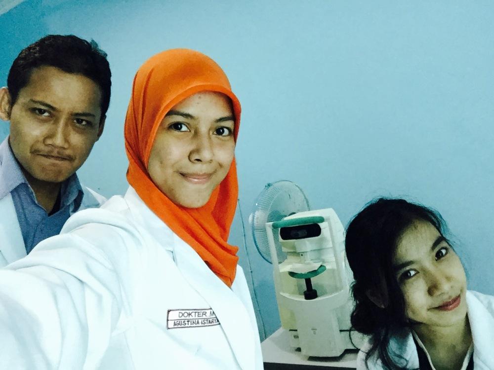 Selfie kenang-kenangan di Wates bersama tonometer :')