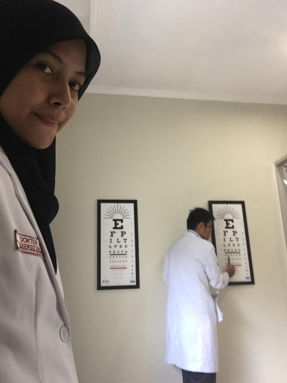 Selfie gabut, waktu Bayu meriksa pasien :p