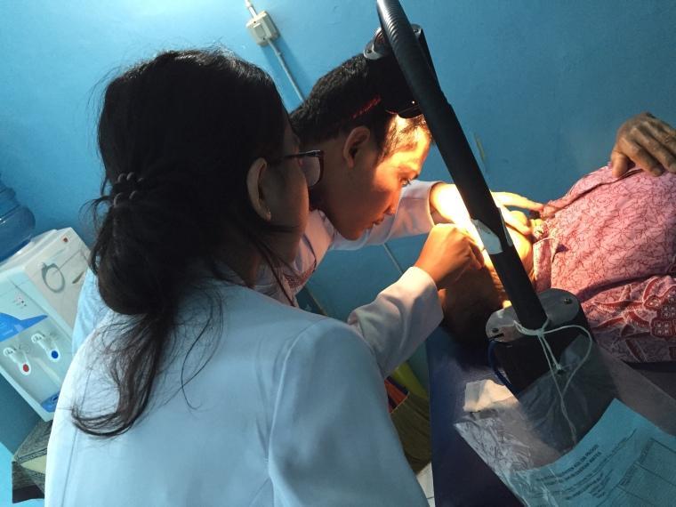 Fahmi waktu epilasi di Wates. :D