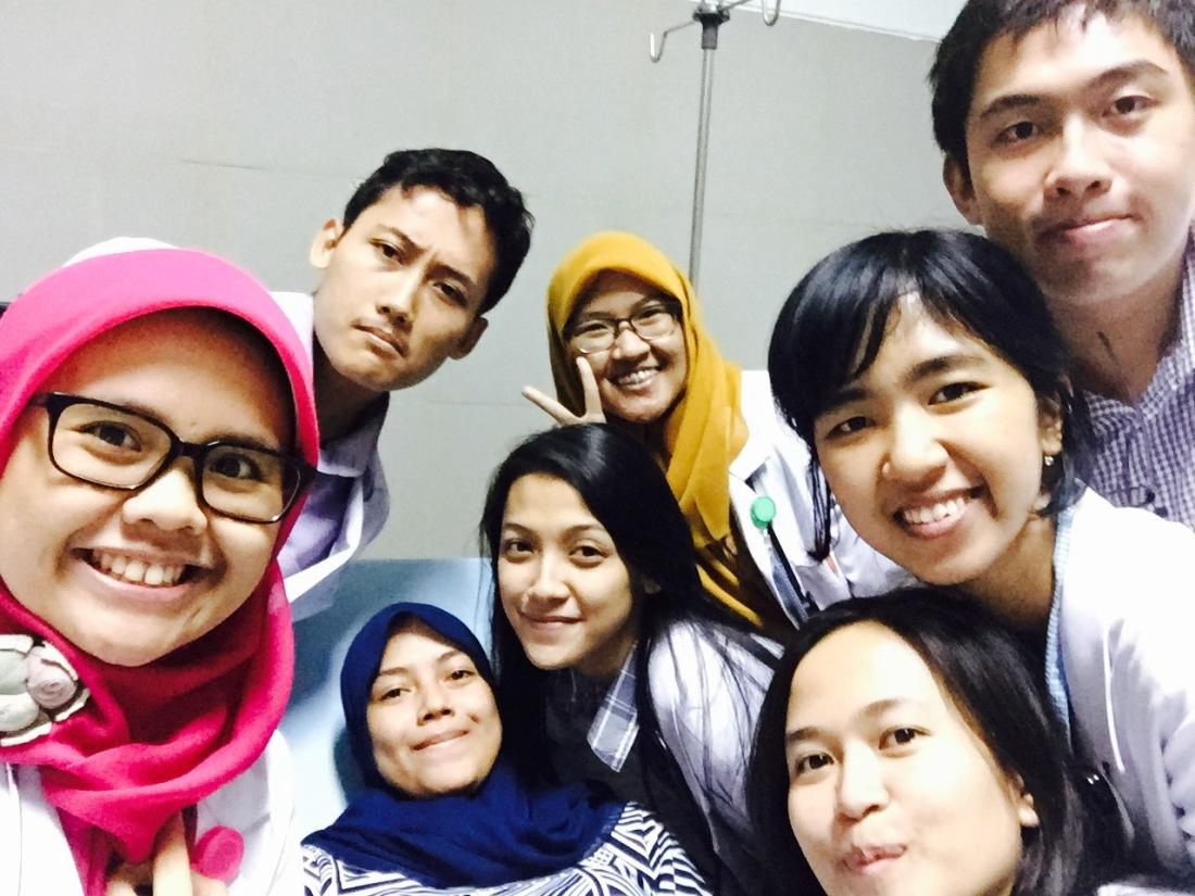 Fahmi, Hanan, Uti Kak Dian, Gustav, Della, Nisa. (VIP 2 ICCU)