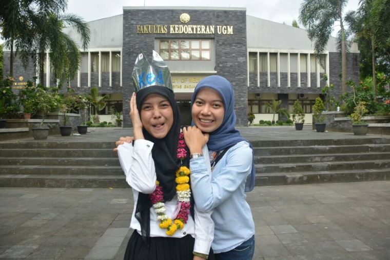 After passing the thesis defence, with my lovely bestfriend, Astrini Novi :)