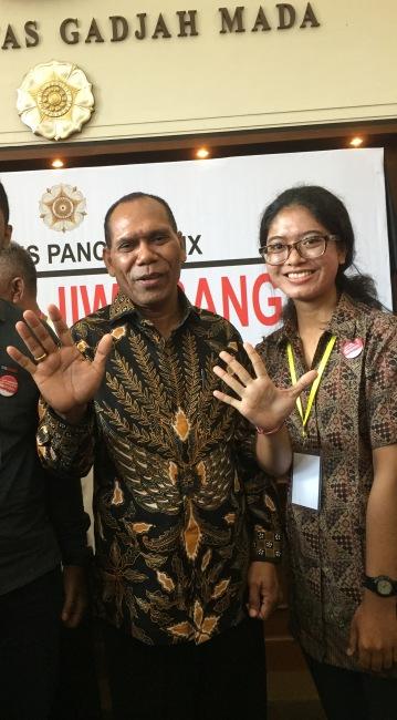 Dewi bersama Bp. Amon Djobo
